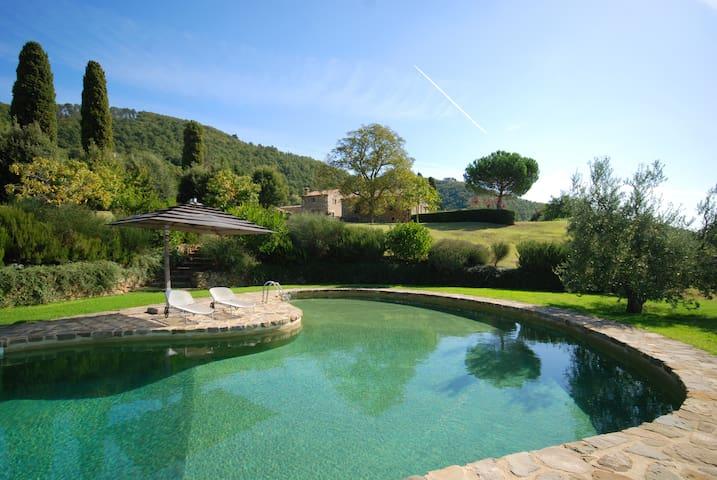 Tuscany villas rental with Pool