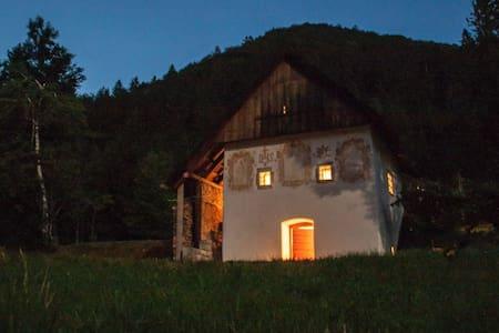 Peaceful Klavžar House - UNESCO Idrija - Vojsko - Sommerhus/hytte