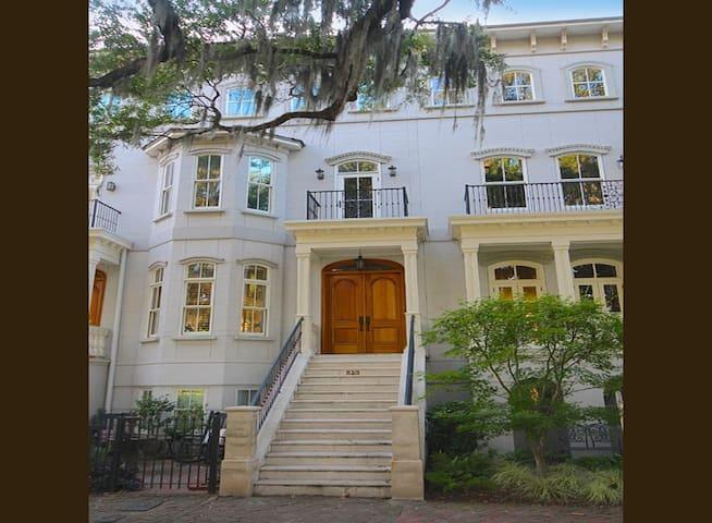 SVR-0214 Stunning Park View Mansion - Savannah - Dom
