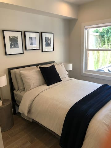 CONTEMPORARY ONE BEDROOM IN NEWLY RENOVATED HOME