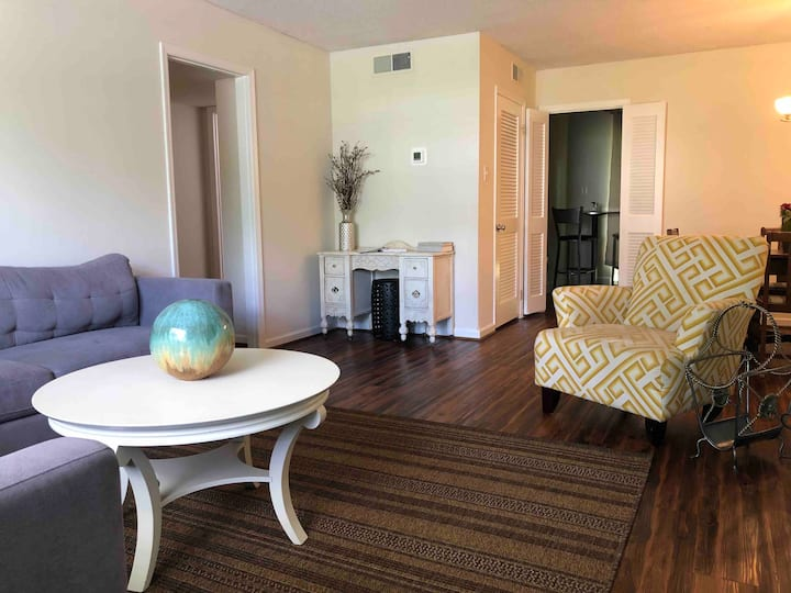 *Welcome Home* 2Bd Condo I Close to Zoo & Gardens
