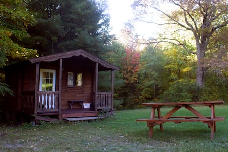 Log Cabin 2 w/access to 20 miles hiking trails - Zomerhuis/Cottage
