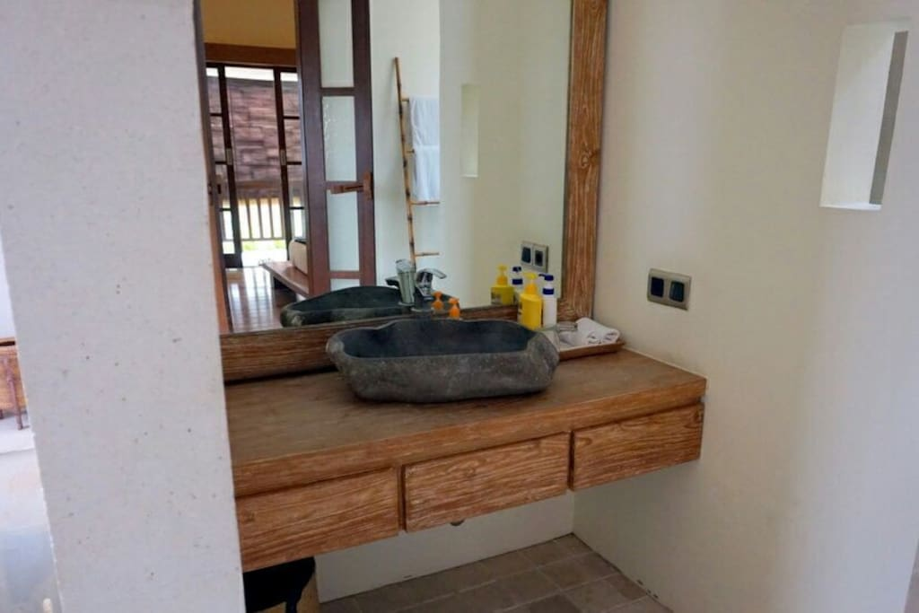 Washbasin 2nd room