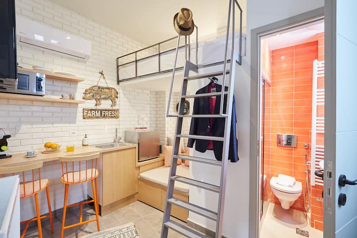 Mind-blowing petite studio in the heart of Athens!