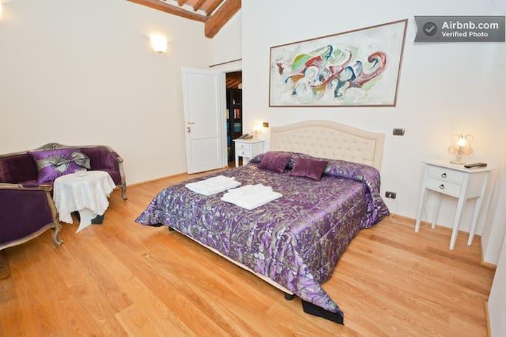 Purple Room (Suite)