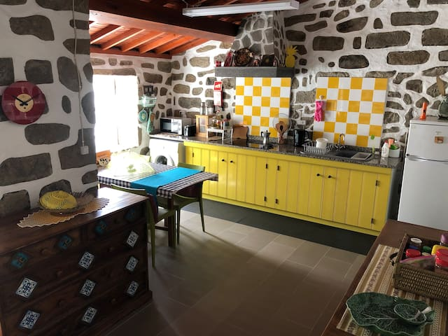 Cozinha da Casa Auri kitchen. We will provide a few ingredients to cook a basic meal.