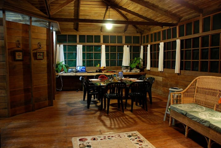 Beautiful Log Cabin with Pool - Iranduba - Huis