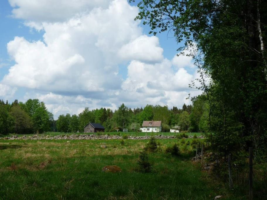 The house from afar in May 2013. Photo taken by previous guests.   Huset sett på avstånd. Foto taget av tidigare gäster.