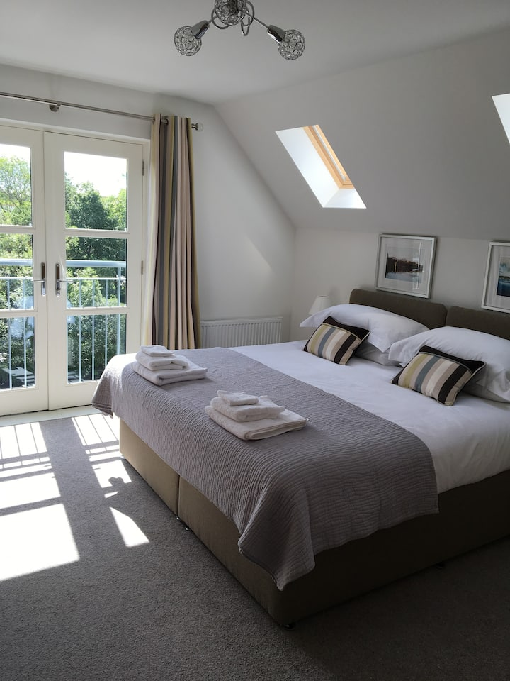 Riverbank luxury self catering apartment