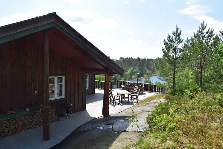 Flott hytte i rolige omgivelser - Marnardal - Cottage