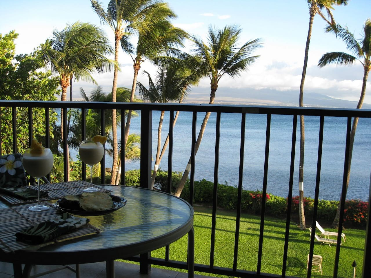 Spacious lanai (balcony) for relaxing, eating, and enjoying the gorgeous view