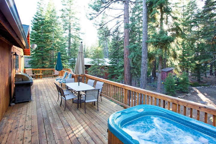 Cottonwood Place Home (Newer Home, Hot Tub)