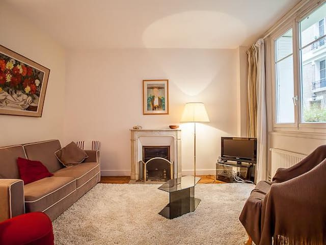 Charming flat near Luxembourg park