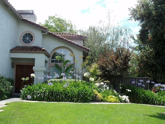 Very comfortable house to share - Union City - House