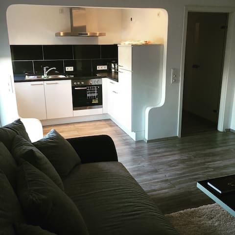 Moderne 55qm Wohnung mit Balkon - Essen - Apartamento