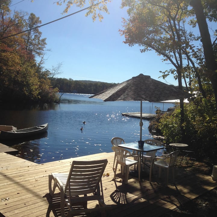 Lakefront cottage in quiet cove on Cranberry Lake!