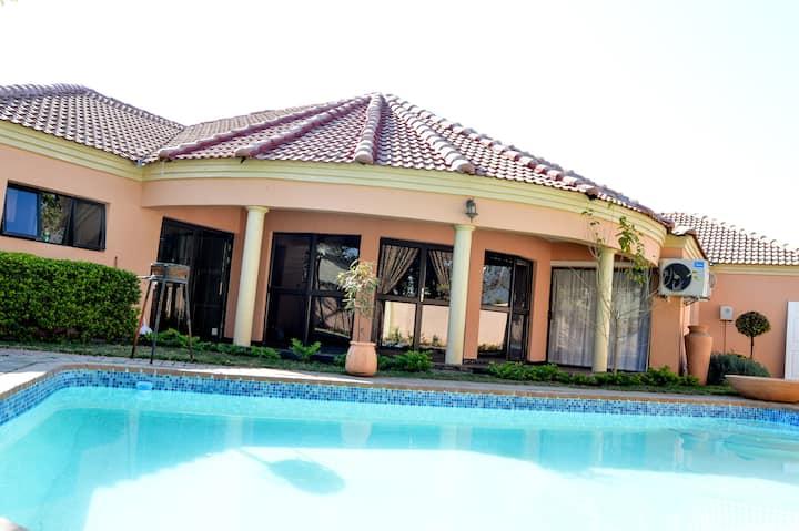 Golden Door Villa (Bed & Breakfast)