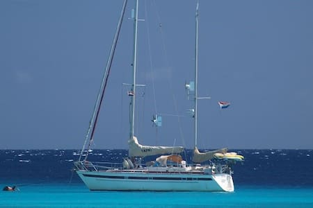 Rent a private yacht, price is for 2 p, all incl