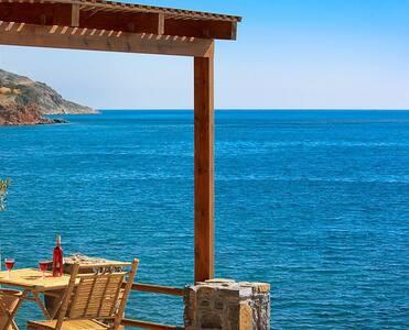 KOLOKITHA: Spacy 1 Studio Plaka Beach Cottage