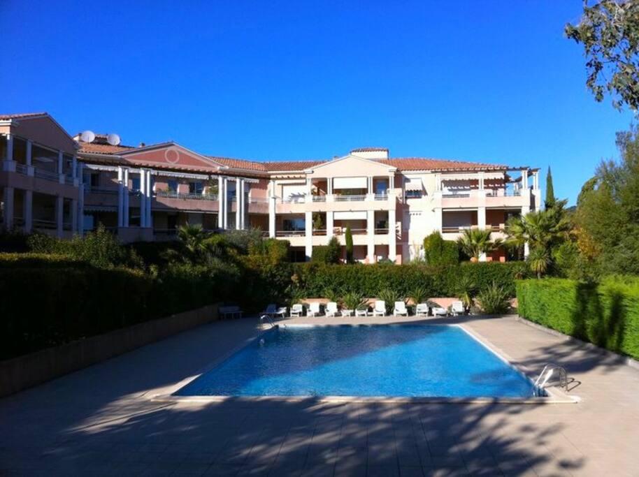 Appartement avec piscine terrasse apartments for rent in for Appartement atypique aix en provence
