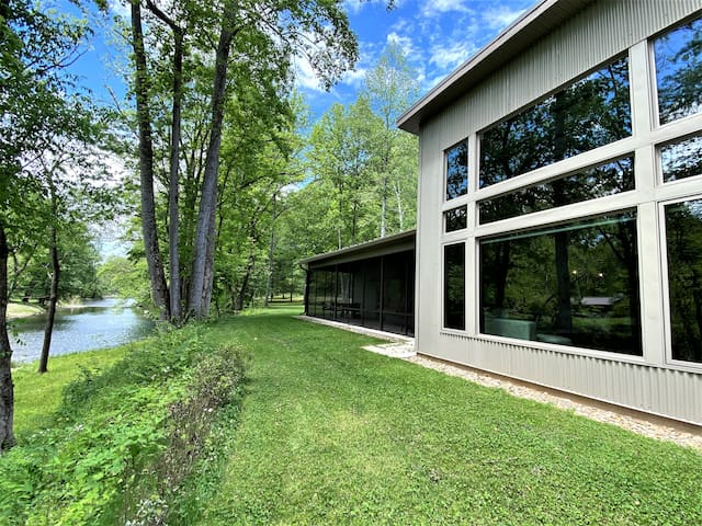 Sleeps 10*Gorgeous*Smoky Mtns*Private River Access