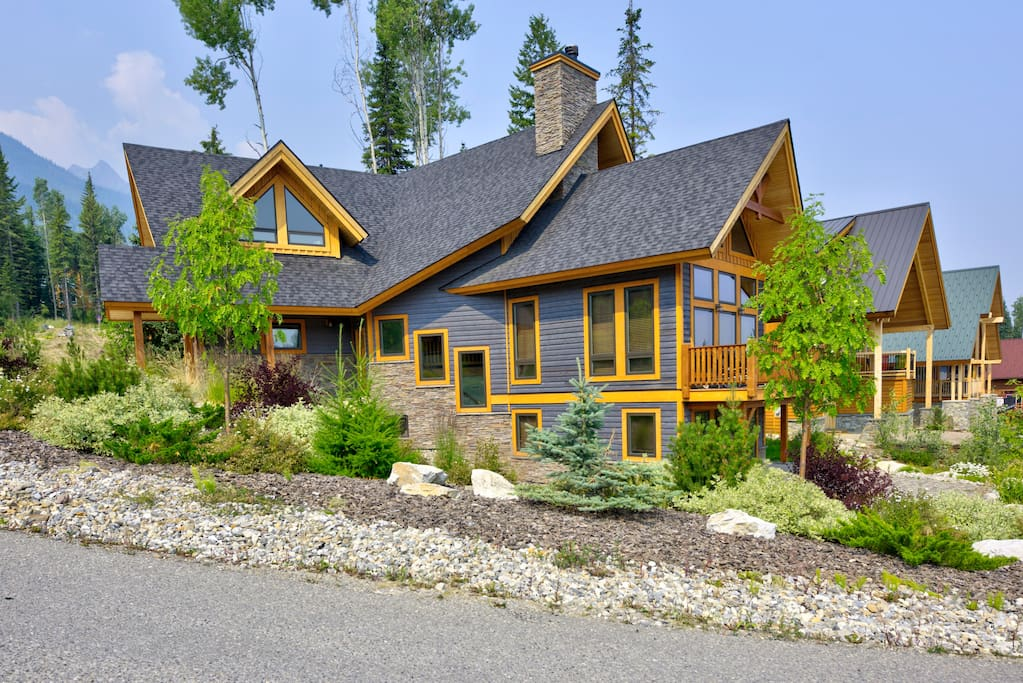 Professional landscaping, great views and fantastic location.