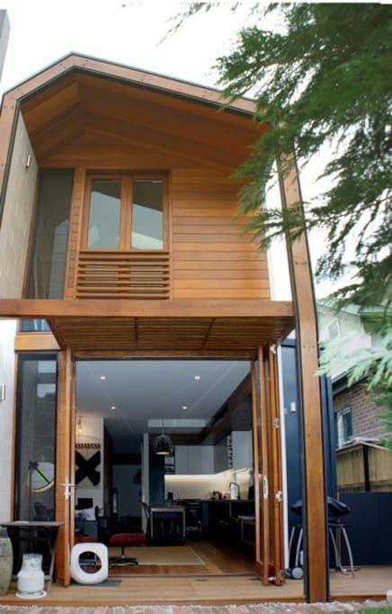 2 story modern rear facade
