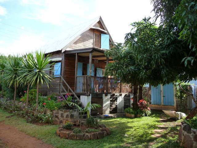 Typical Mauritian chalet  - Pointe aux Sables - Alpstuga
