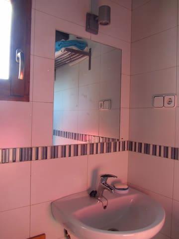 baño,con todo lo necesario