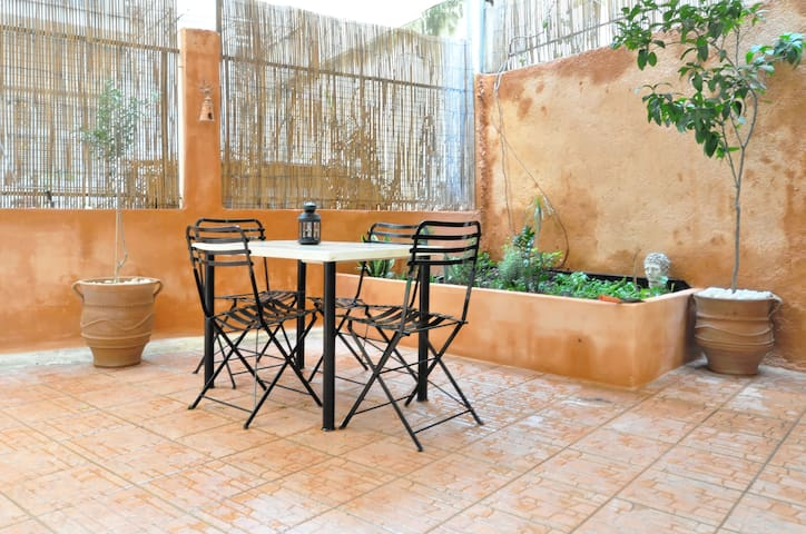 Courtyard apt - Central Athens