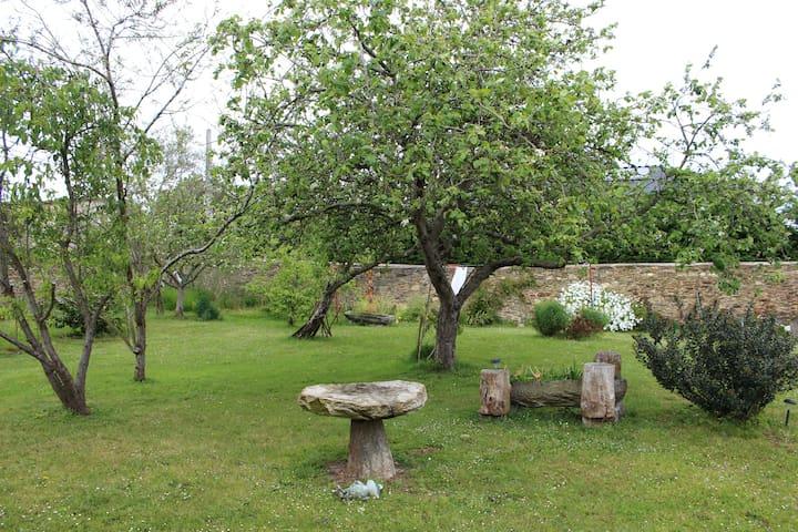 Casa vacacional con precioso jardín en Castropol