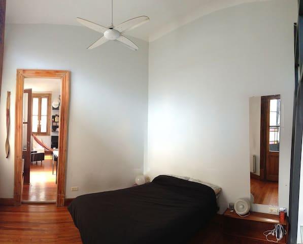 Bedroom : ceiling fan