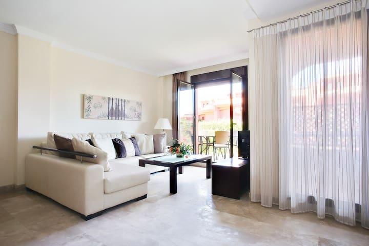 2 Bedroom Apartment Free Wifi (G) - Estepona - Apartment