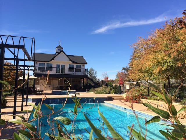 Cottage Pool House, Large Balcony, - Auburn - Stuga