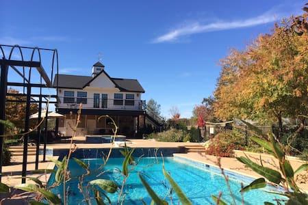 Cottage Pool House, Large Balcony, - Auburn - Zomerhuis/Cottage