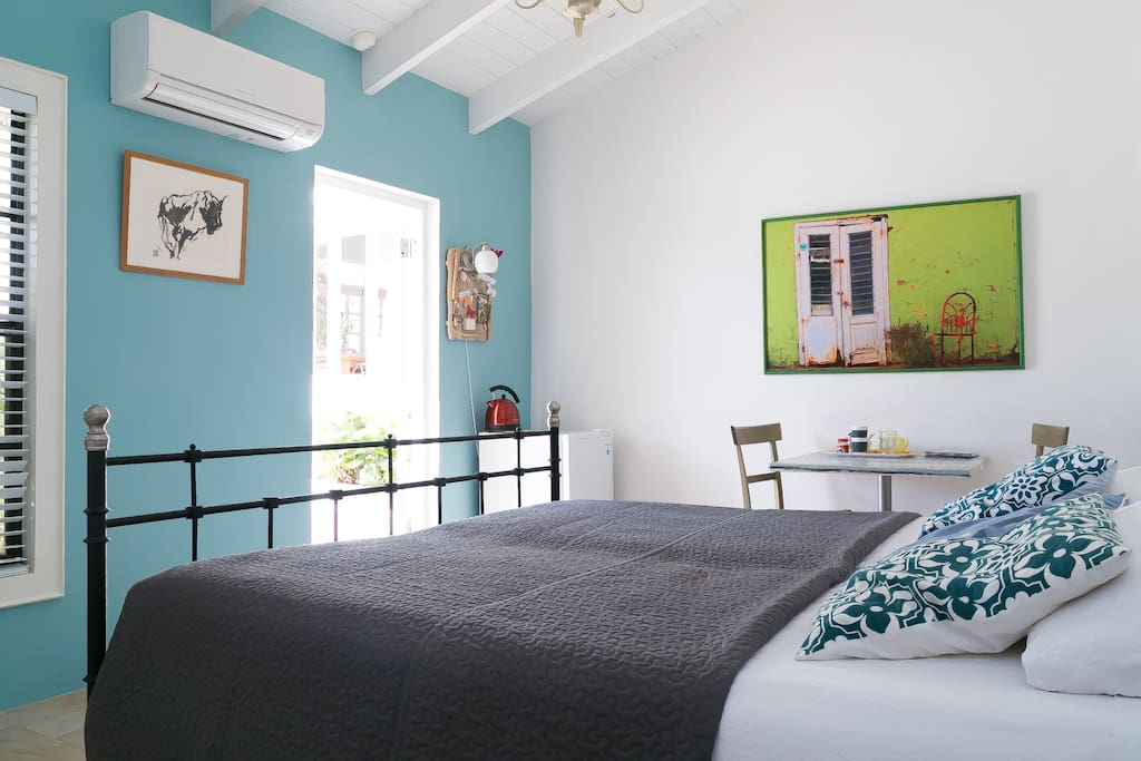 The 2 persons guest room with Kingsize bed and private bathroom