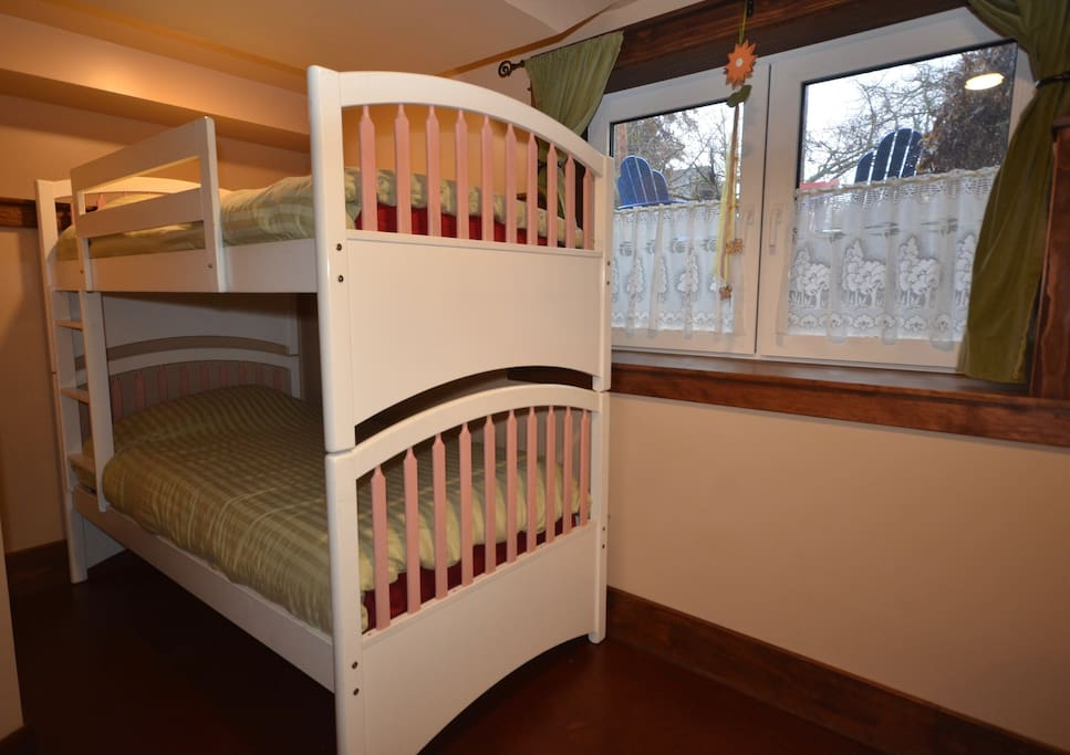 ...and here's the bunkbed - two single mattresses.