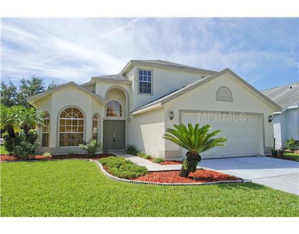 Nice private room with TV-room 1 - Tampa - Casa