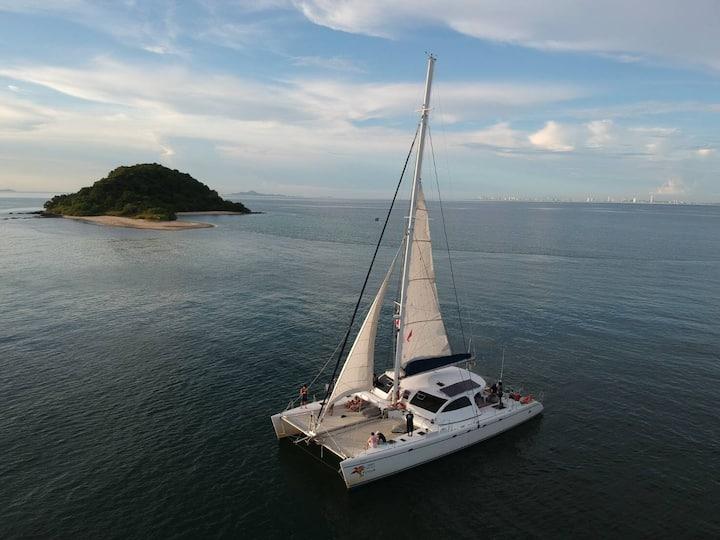 Beautiful Sailing Catamaran 65ft for rent