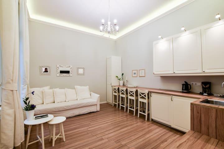 Golden Hand Apartment