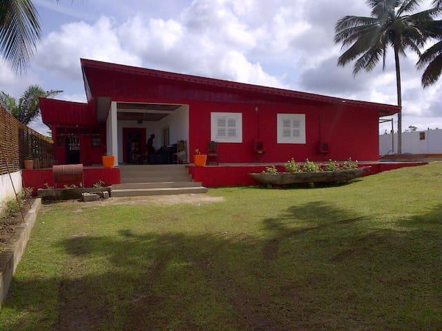 Charmante maison avec piscine à 100m plage - Kribi - Huis