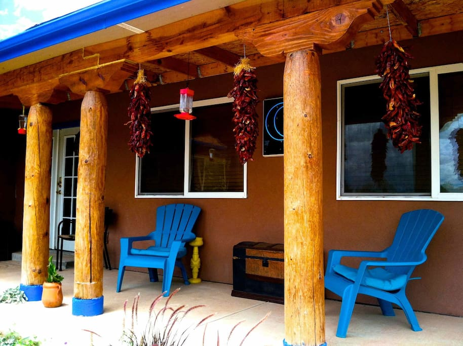Privacy and Quiet!  Minutes from Albuquerque, enjoy the cedar-scented air on the porch of the Turquoise Moon!