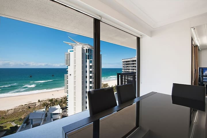 Affordable beachside apartment with amazing views!