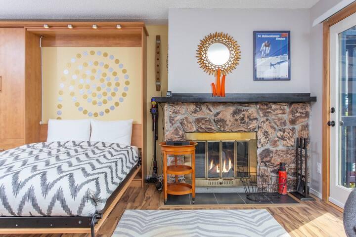 NEW LISTING! Dog-friendly studio w/ fireplace & mountain views - walk to lifts!