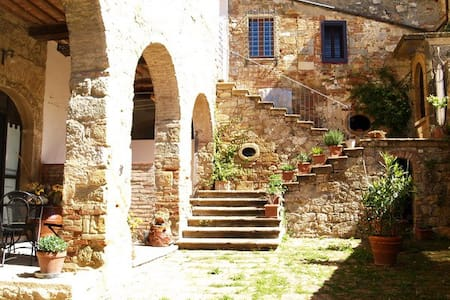 Arianna Apartm. in Medieval village - Colle di Val d'Elsa - Byt