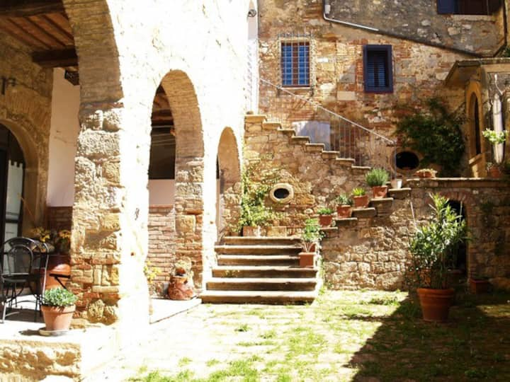 Arianna Apartment in old Monastery on Tuscany