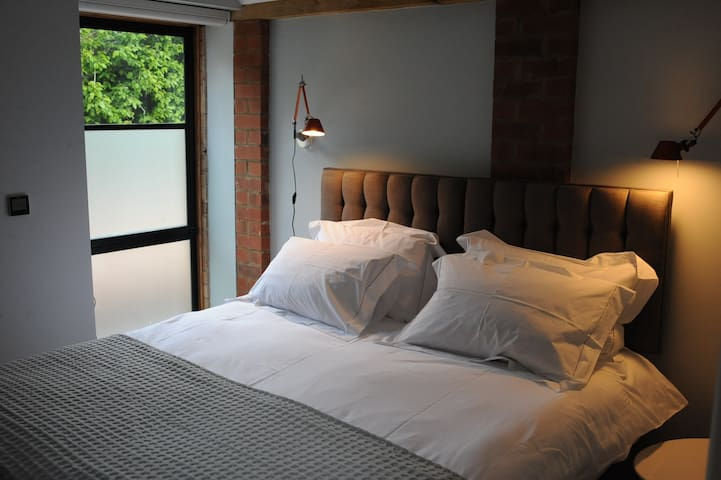 Bedroom 2, can be arranged as kingsize or 2 single beds, with ensuite shower room