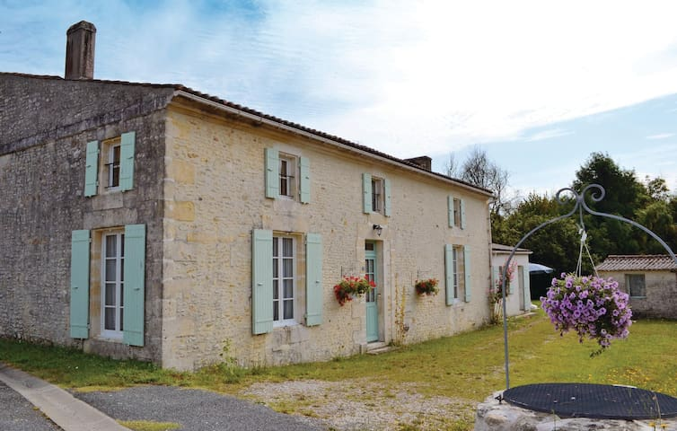 Holiday cottage with 3 bedrooms on 200m² in St Andre de Lidon