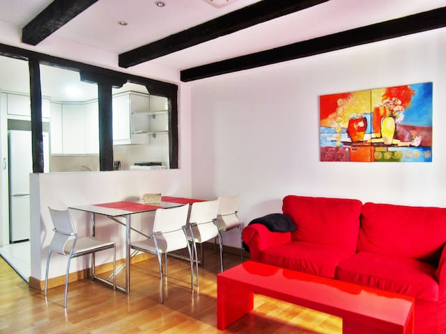 Apartamento con Wifi y Parking Gratis a 9 minutos