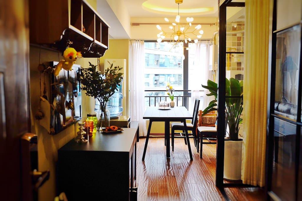 入户玄关 欧洲品牌实木地板及充足的光源